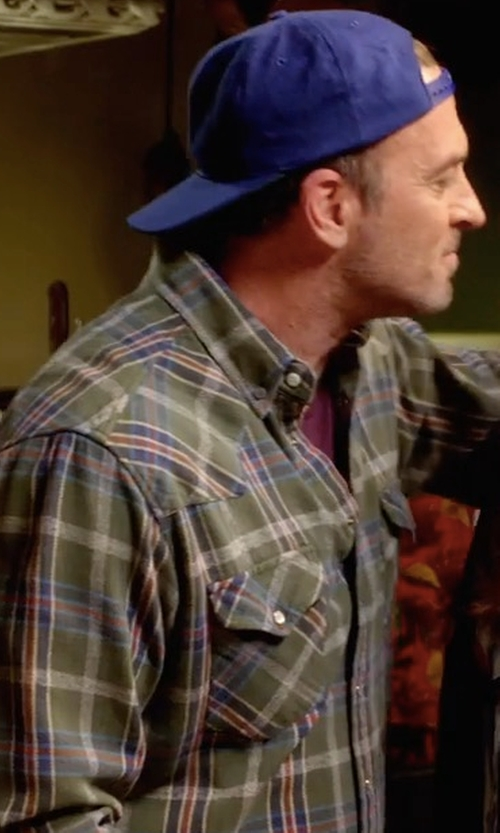 Scott Patterson with Barbour Cascade Sports Cap in Gilmore Girls: A Year in the Life