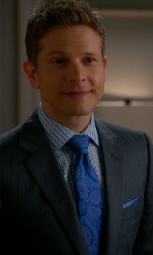 Matt Czuchry with Ermenegildo Zegna Paisley Print Silk Tie in The Good Wife