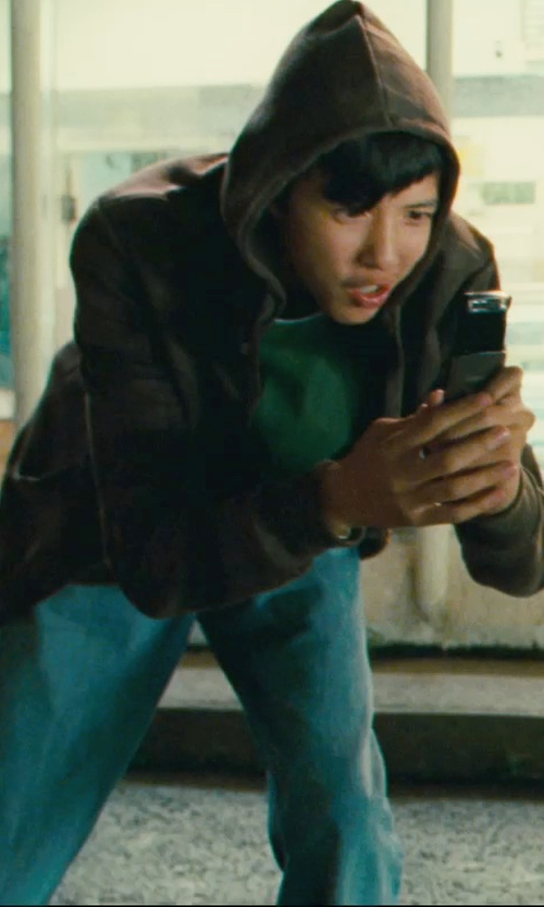 Jacob Cartwright with Nokia N86 Cell Phone in Kick-Ass