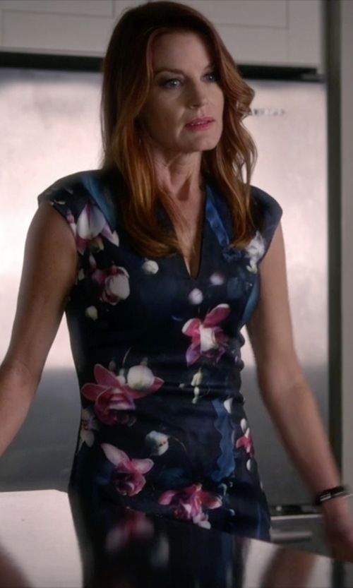Laura Leighton with Ted Baker Antonya Floral Midi Dress in Pretty Little Liars
