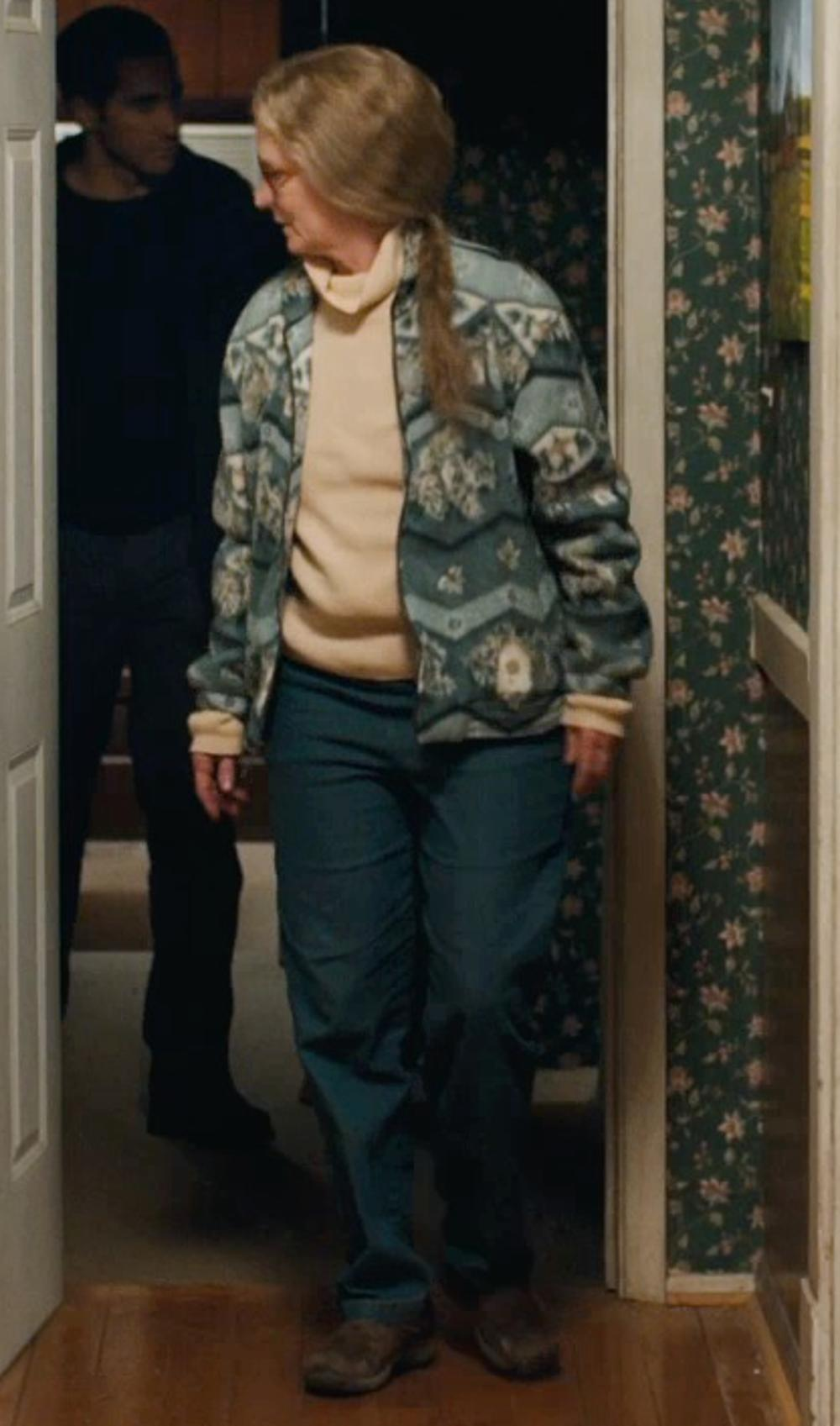 Melissa Leo with Bellerose Casual Pants in Prisoners