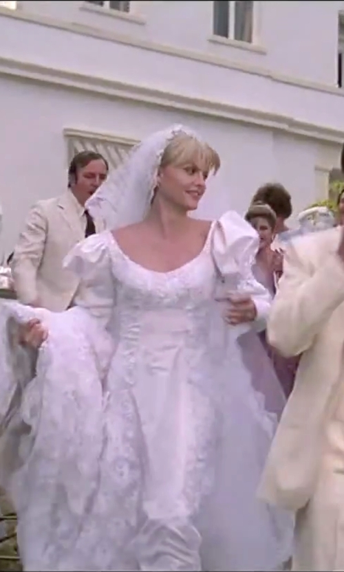 Michelle Pfeiffer with Wedding Belles New York Lola Lace Border Veil in Scarface