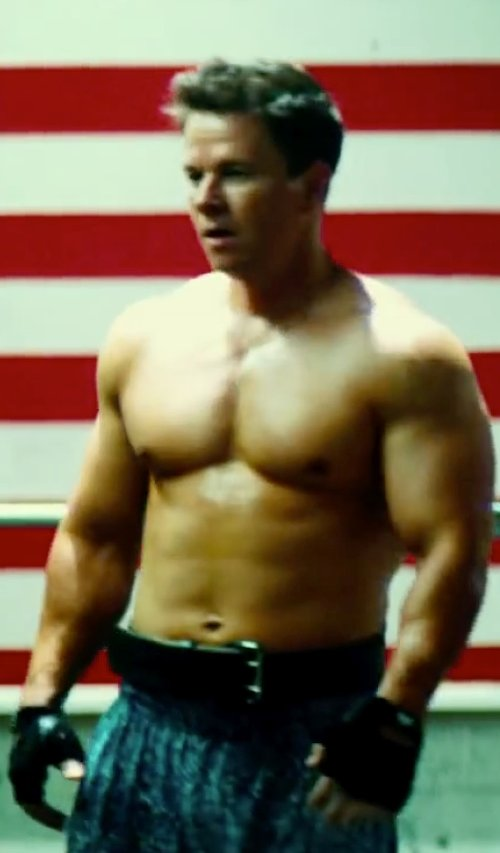 Mark Wahlberg with Harbinger Men's Power Weight Gloves in Pain & Gain