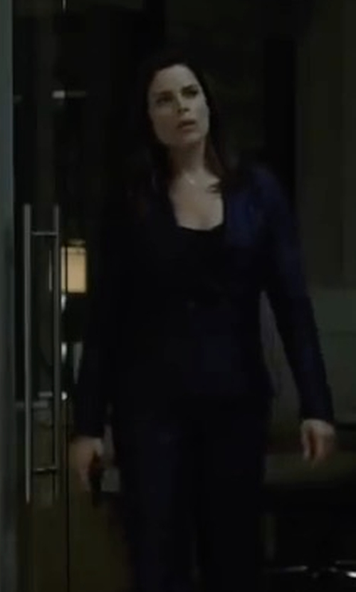 Neve Campbell with Lafayette 148 New York Anya Finesse-Crepe One-Button Blazer in House of Cards