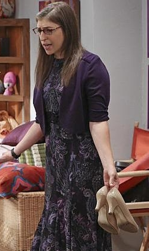 Mayim Bialik with Michael Michael Kors MK-Flex Patent Leather Pump in The Big Bang Theory