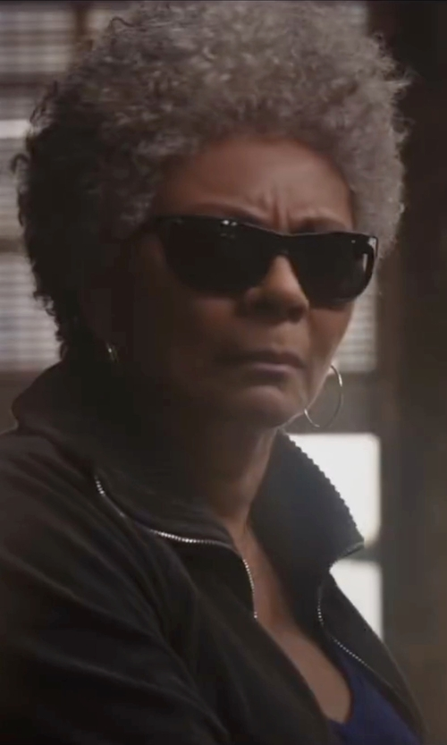Leslie Uggams with Vogue Square Sunglasses in Deadpool