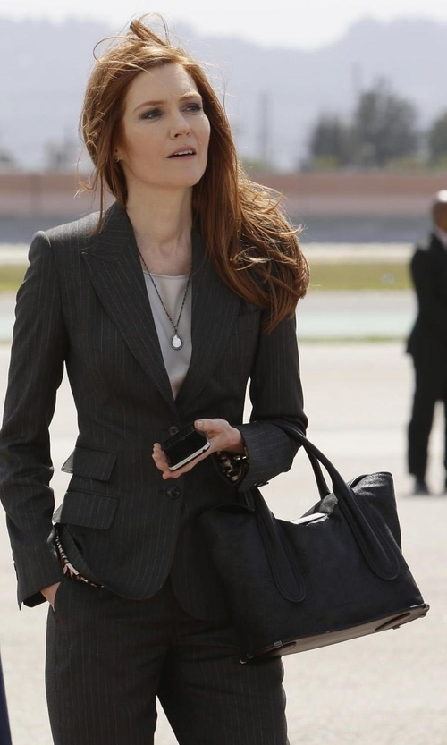 Darby Stanchfield with Prada Saffiano Medium Executive Tote Bag in Scandal