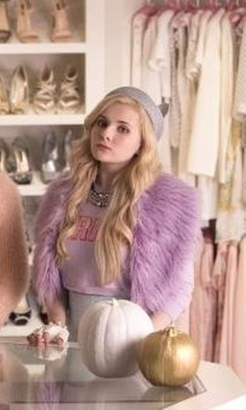 Abigail Breslin with Chericom Store-Fur Shawl Faux Fox Fur Wrap Scarf in Scream Queens