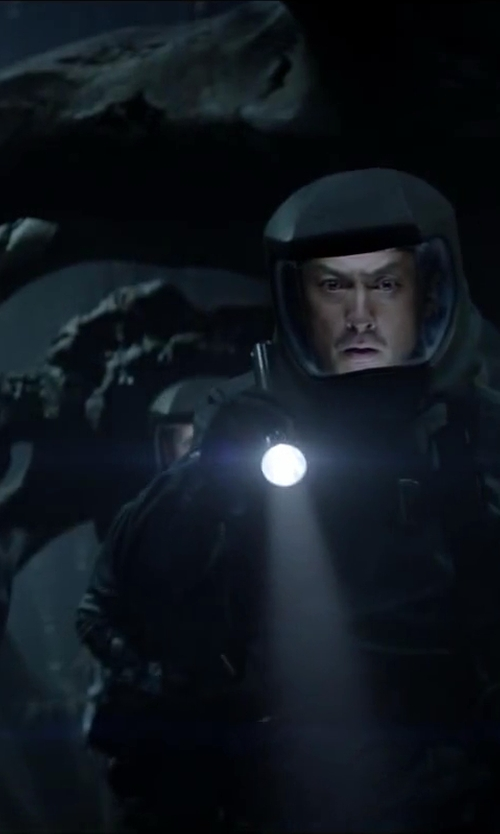 Ken Watanabe with Smith & Wesson Galaxy 12 Bulb LED Flashlight in Godzilla