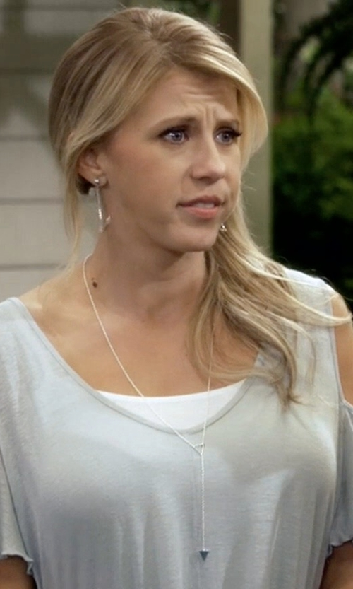 Jodie Sweetin with Gorjana Mika Lariat Necklace in Fuller House