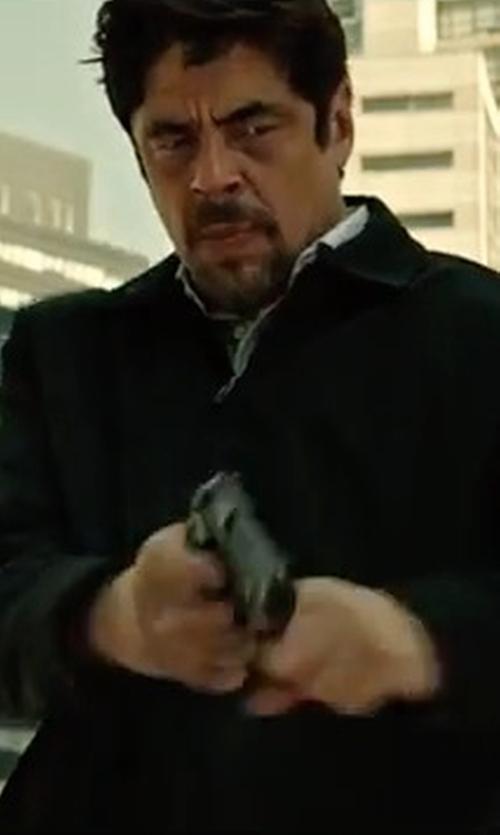 Benicio Del Toro with Perry Ellis Quarter Zip Mixed Media Active Jacket in Sicario 2: Soldado