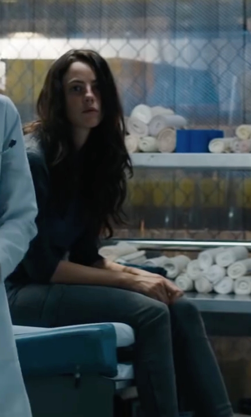 Kaya Scodelario with Tommy Hilfiger Casual Pants in Maze Runner: The Scorch Trials