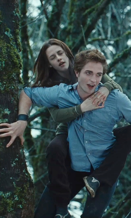"Robert Pattinson with Replica Jewelry Twilight ""Edward's Wristcuff"" Bracelet in Twilight"