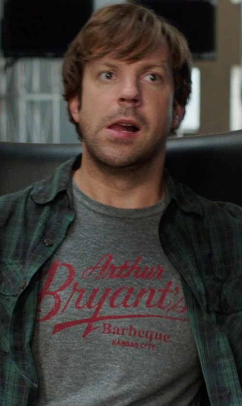 Jason Sudeikis with Arthur Bryant Barbeque T-Shirt in We're the Millers