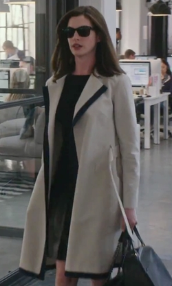 Anne Hathaway with Martin Grant Contrast-Trim Trenchcoat in The Intern