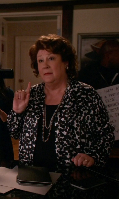 Margo Martindale with Pedro Del Hierro Knitted Cardigan in The Good Wife