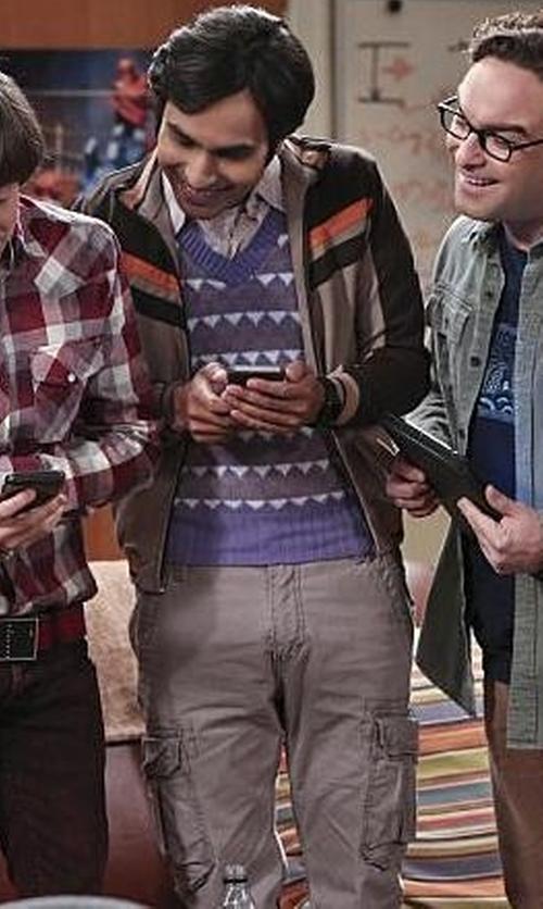 Kunal Nayyar with Napapijri Cargo Pants in The Big Bang Theory