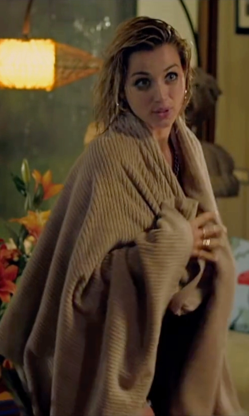 Ana de Armas with Eke Home Large Mevsim Guest Towel in Knock Knock