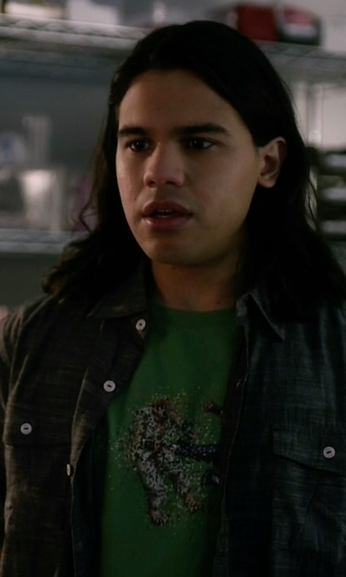 Carlos Valdes with Threadless Dead Pixels Tee Shirt in The Flash