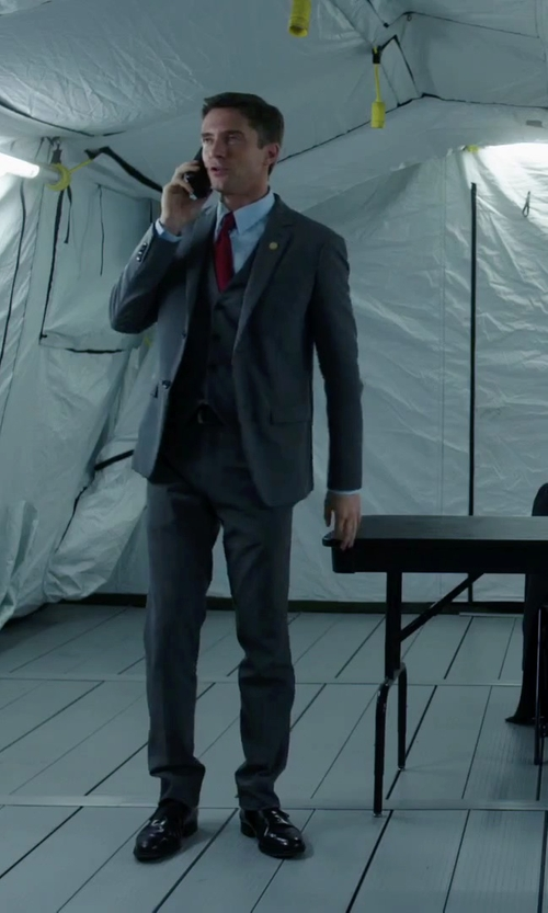 Topher Grace with Samsung Galaxy S6 Edge in American Ultra