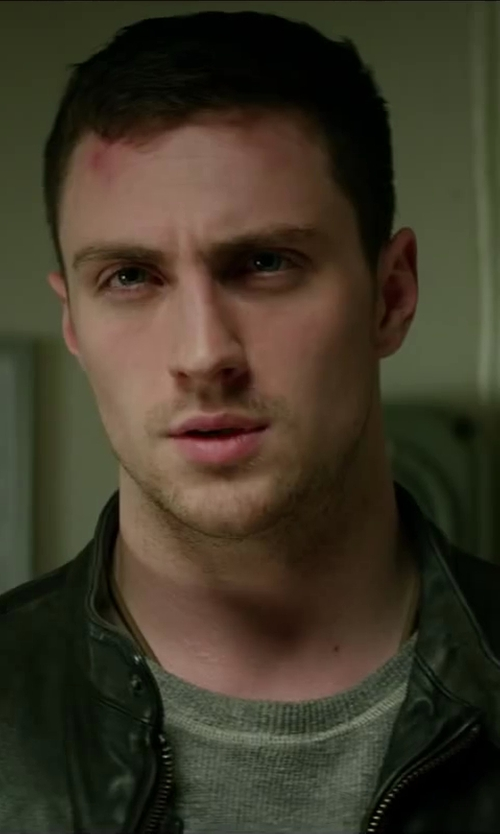 Aaron Taylor-Johnson with AMERICAN VINTAGE Low-cut T-Shirt in Godzilla