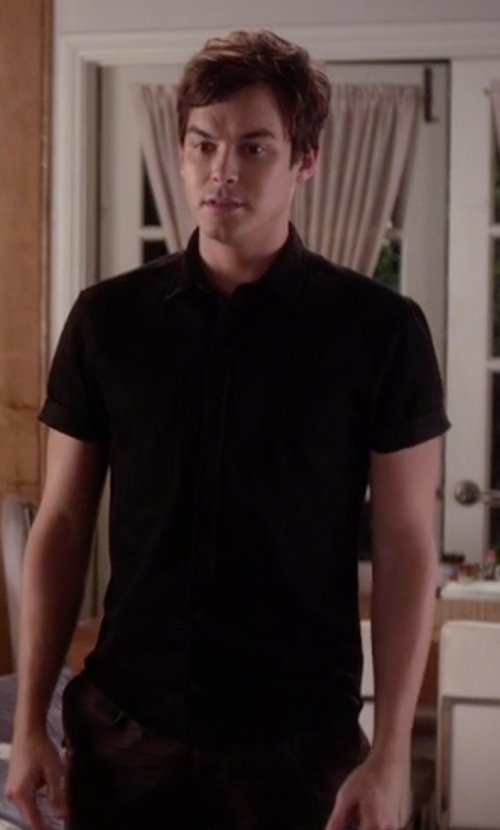 Tyler Blackburn with John Varvatos Star USA Men's Short Sleeve Button Front Shirt in Pretty Little Liars