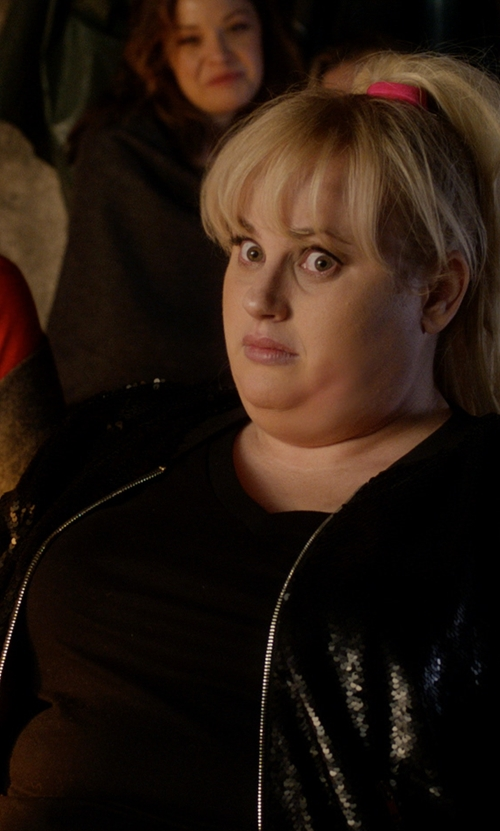 Rebel Wilson with Torrid V-Neck Tee in Pitch Perfect 3