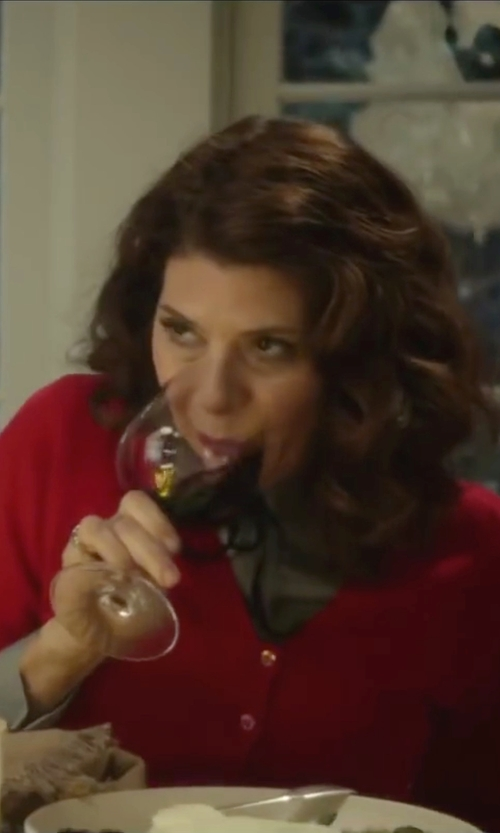 Marisa Tomei with TwoBirch Twirl Style Wedding Ring in Love the Coopers