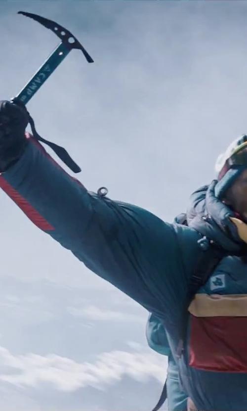 Ingvar Eggert Sigurðsson with Camp USA Neve Ice Axe in Everest