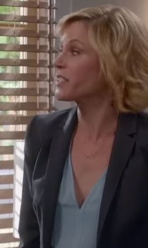 Julie Bowen with Ann Taylor V-Neck Blouse in Modern Family