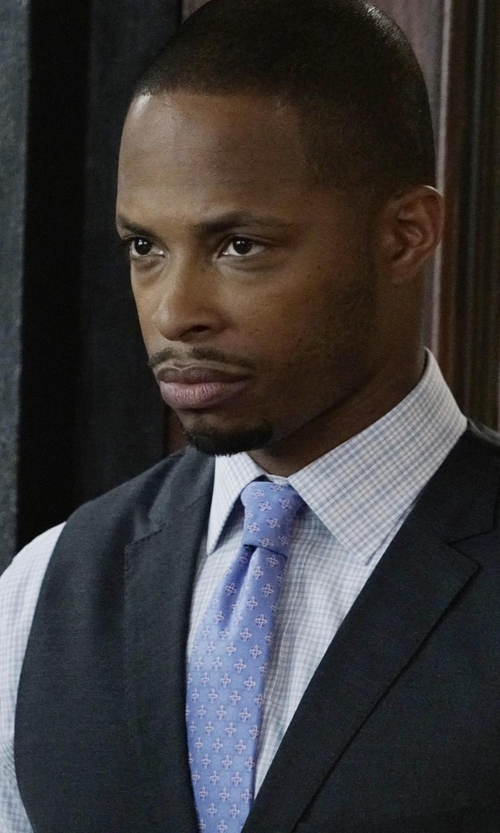 Cornelius Smith Jr. with Vince Camuto Castello Neat Silk Tie in Scandal