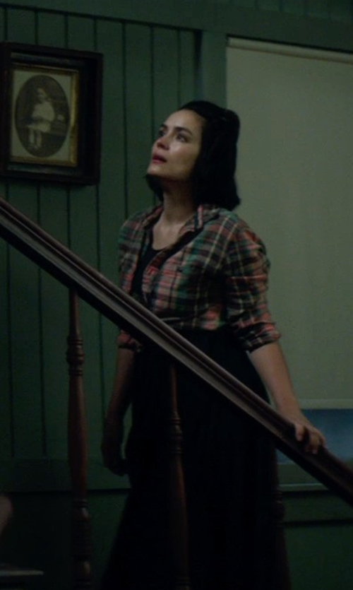 Shannyn Sossamon with Céline Vintage High Waisted Skirt in Sinister 2