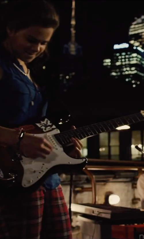 Hailee Steinfeld with Fender American Deluxe Stratocaster Electric Guitar in Begin Again