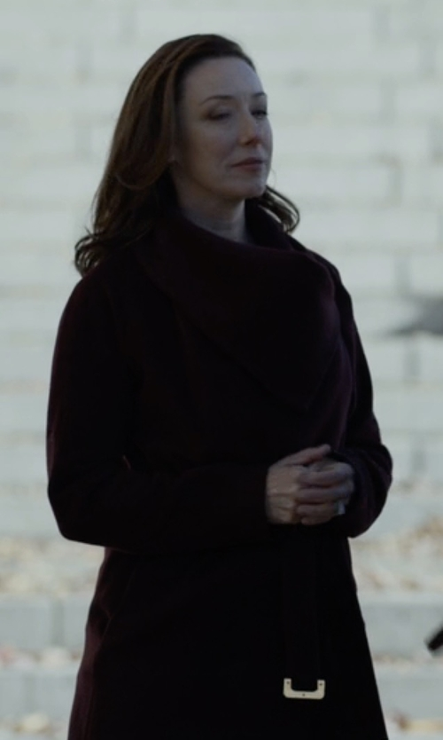 Molly Parker with Anne Klein Wool Cashmere Wrap Coat in House of Cards