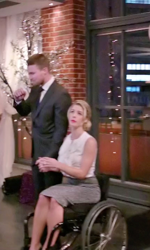 Emily Bett Rickards with Reiss Aleggra Pencil Skirt in Arrow