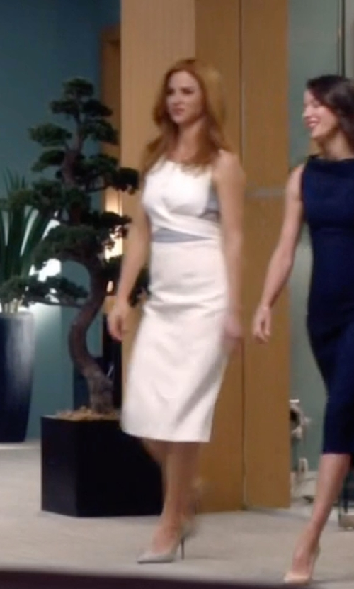 Sarah Rafferty with Manolo Blahnik Suede BB Pumps in Suits
