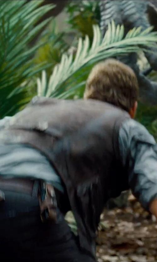 Chris Pratt with Dragon Leatherworks Jurassic World Leatherman Tool Holder in Jurassic World