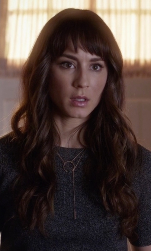 Troian Bellisario with La Soula In Line Yellow Gold Diamond Lariat Necklace in Pretty Little Liars