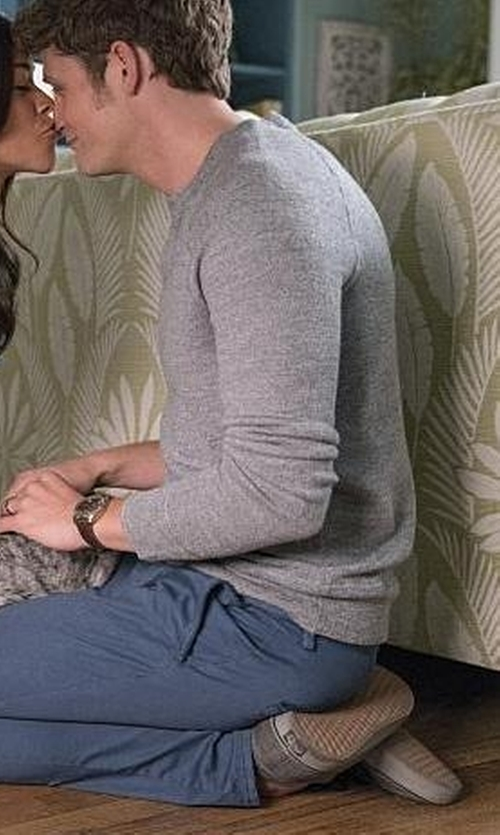 Brett Dier with Vans Authentic Trainer Sneakers in Jane the Virgin