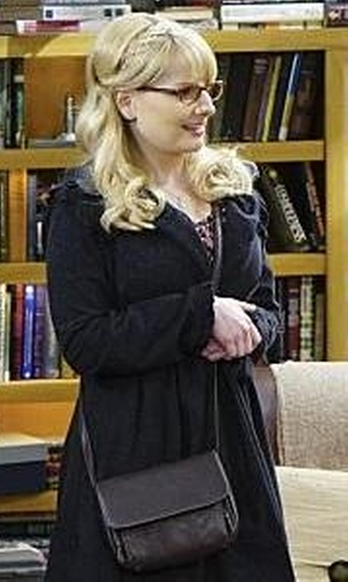 Melissa Rauch with Boohoo Evelyn Cross Body Bag in The Big Bang Theory