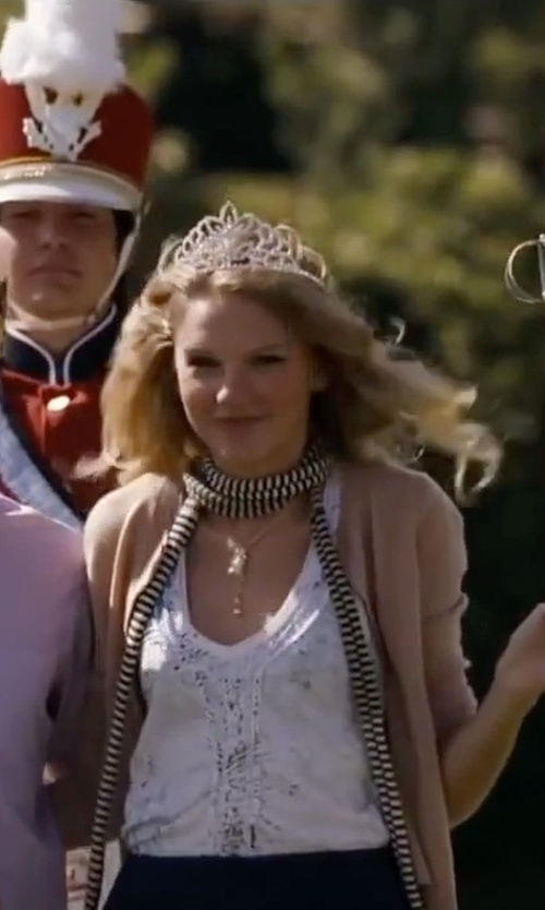 Taylor Swift with Crazy K&A Charming Rhinestone Heart Flower Design Tiara Crown in Valentine's Day
