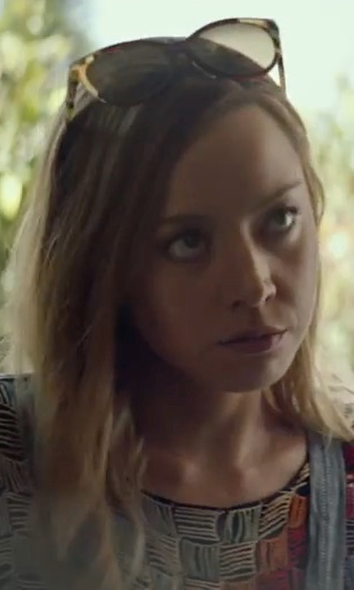 Aubrey Plaza with Tory Burch Slim Square Polarized Sunglasses in Ingrid Goes West