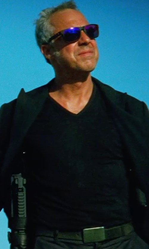 Titus Welliver with JAMES PERSE SHORT SLEEVE V-NECK in Transformers: Age of Extinction