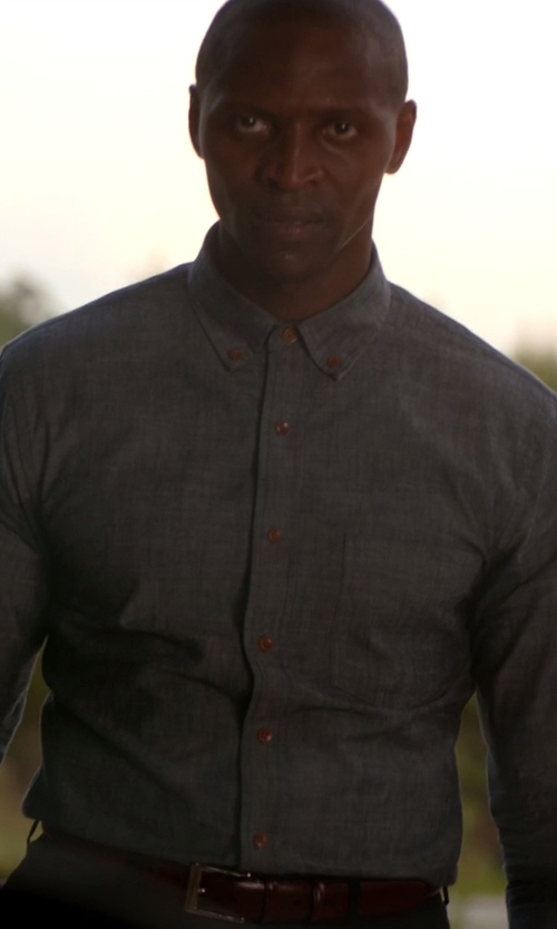 Jaiden Kaine with Old Navy Slim-Fit Chambray Shirt in The Vampire Diaries