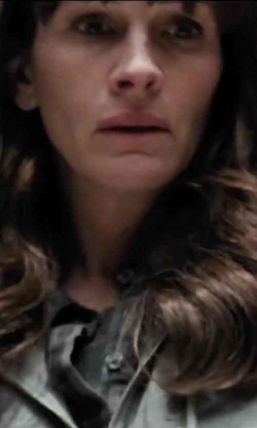 Julia Roberts with Peak Performance Sonja Hoodie Sweatshirt in Secret in Their Eyes