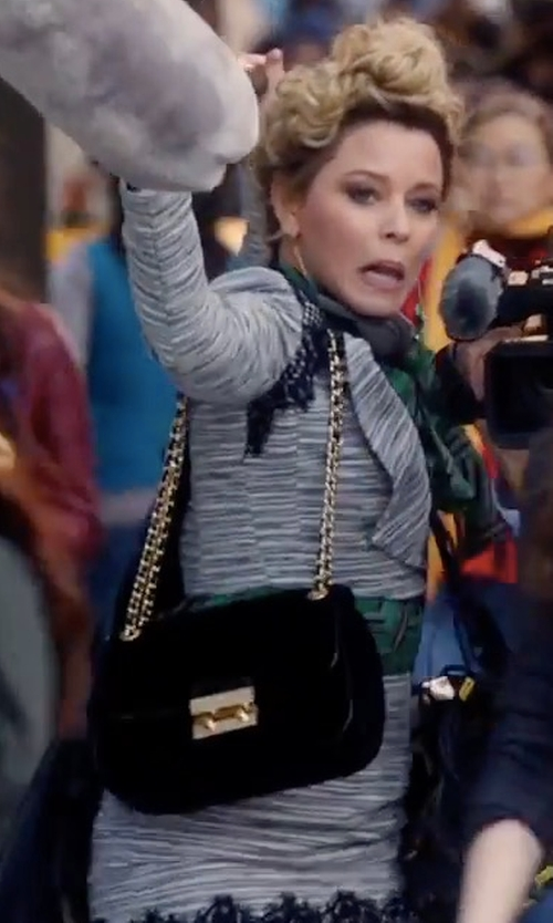 Elizabeth Banks with Michael Michael Kors Sloan Large Leather Chain Shoulder Bag in Pitch Perfect 3