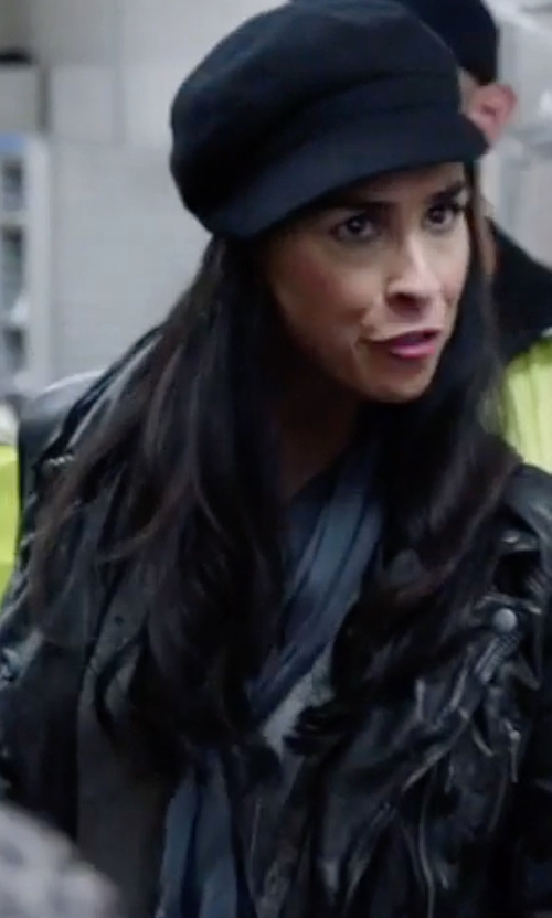 Sarah Silverman with Nordstrom Tissue Weight Wool & Cashmere Scarf in Popstar: Never Stop Never Stopping