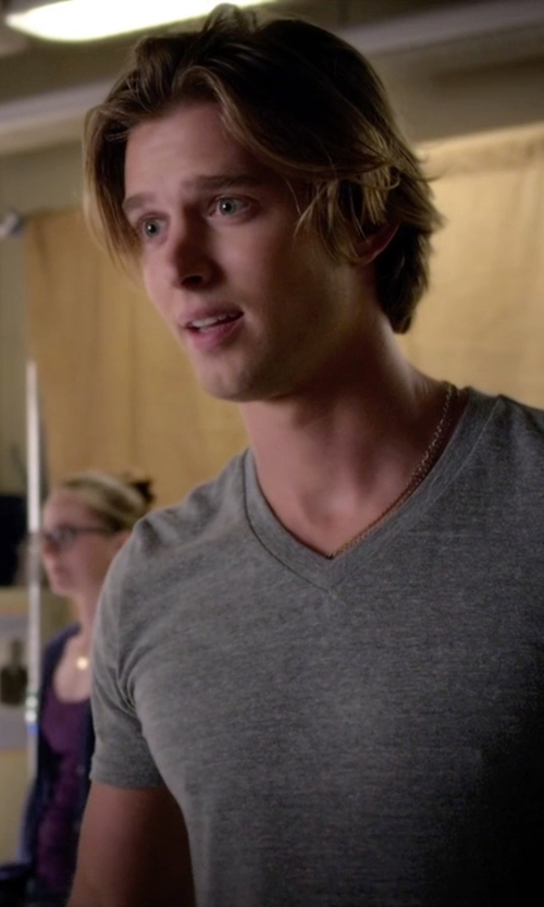 Drew Van Acker with Precious Stars Curb Chain Necklace in Pretty Little Liars