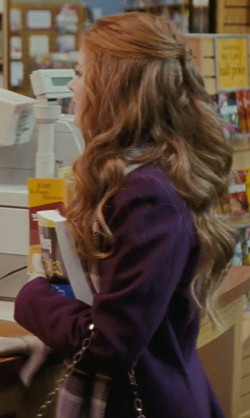 Isla Fisher with Gap Cozy Railroad Plaid Scarf in Confessions of a Shopaholic