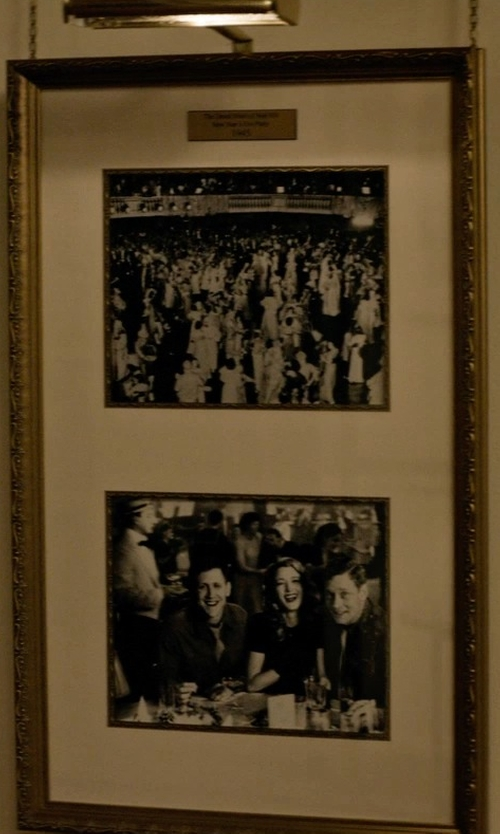 Unknown Actor with Photo Frame Ready Wall Mount Double Photo Frames in The Age of Adaline